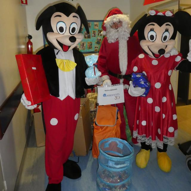 Mickey, Minnie & Pai Natal